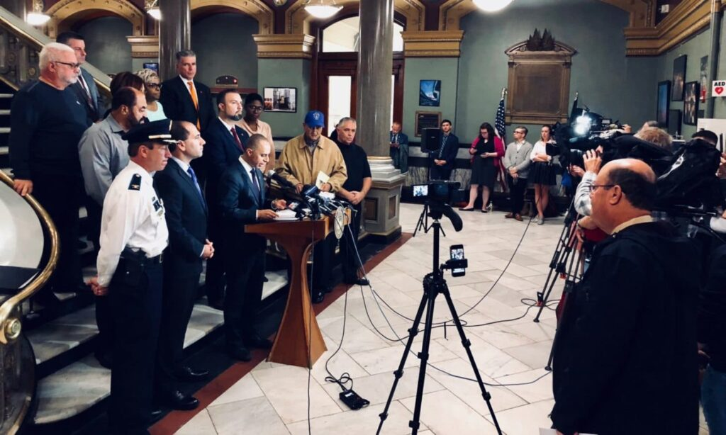 Elorza calls for swift end to bus strike, responds to ACLU letter