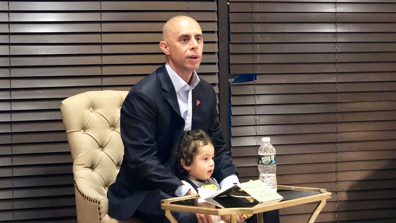 Photo for Mayor Elorza meets with community groups to discuss state takeover of Providence Schools