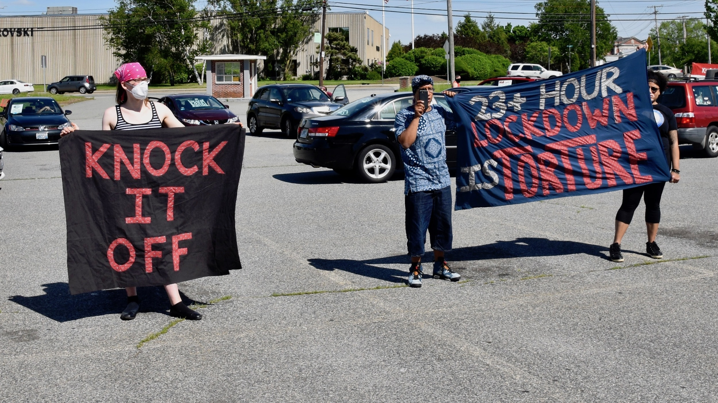 Photo for A noise demonstration at the ACI seeks reforms for the incarcerated amid COVID-19 crisis