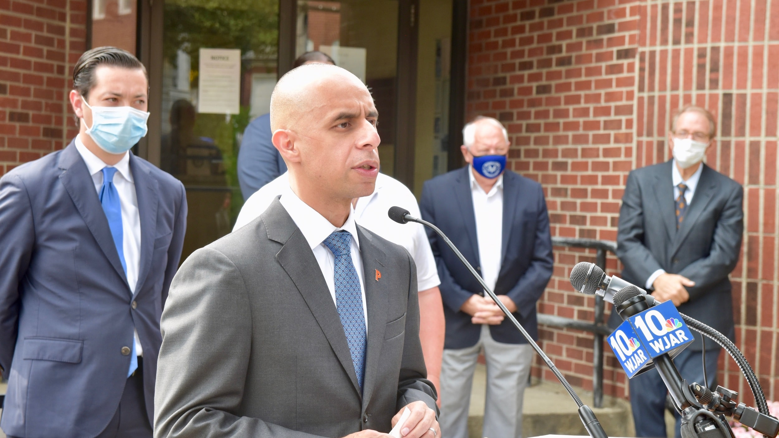Photo for Mayors Elorza and Diossa announce joint gun buyback program