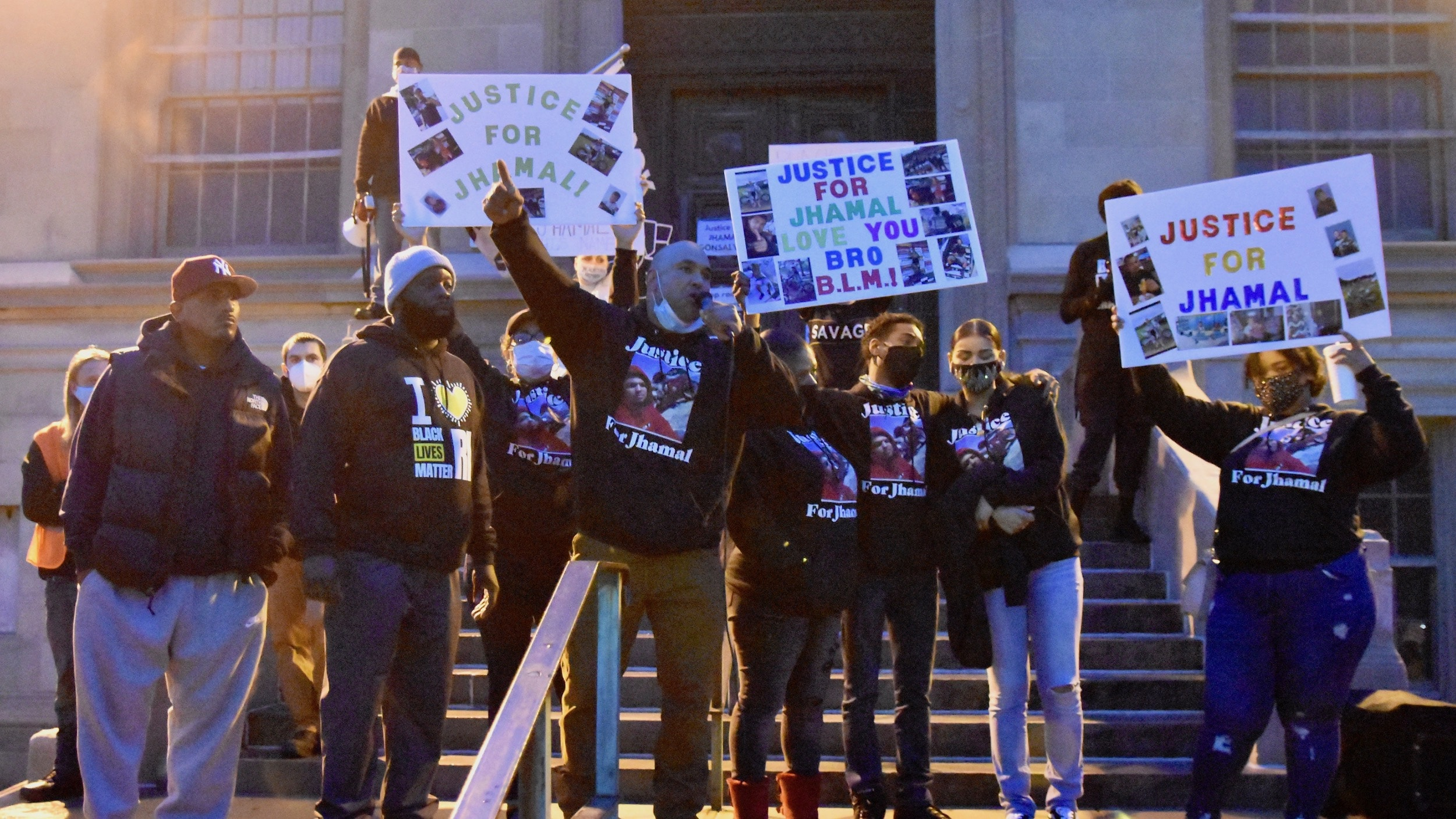 Photo for After peaceful Justice for Jhamal rally, protesters clash with police in Providence