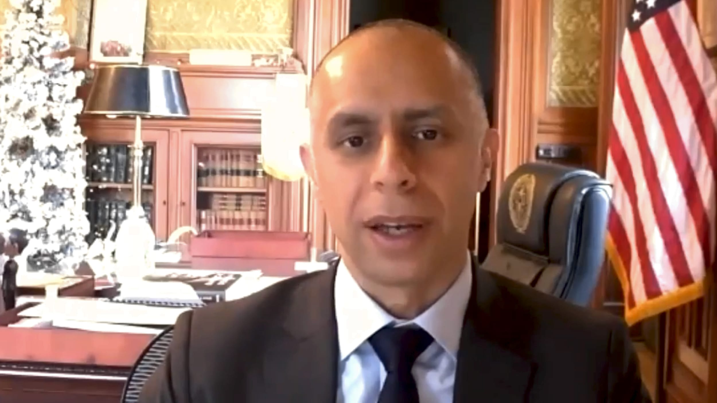Photo for Mayor Elorza commits to universal basic income pilot program for Providence in 2021