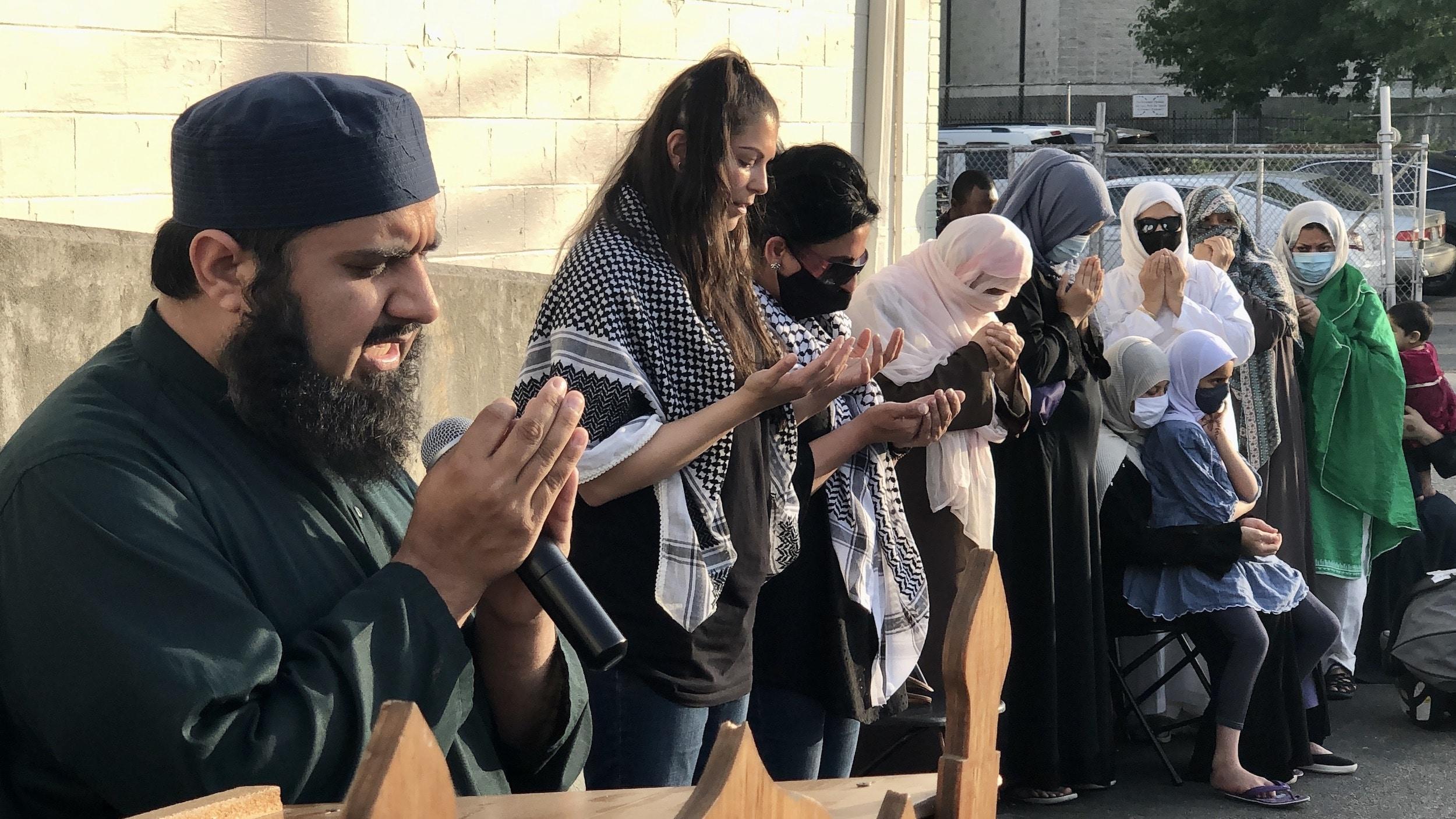 Photo for RI Muslim community holds vigil for Palestine