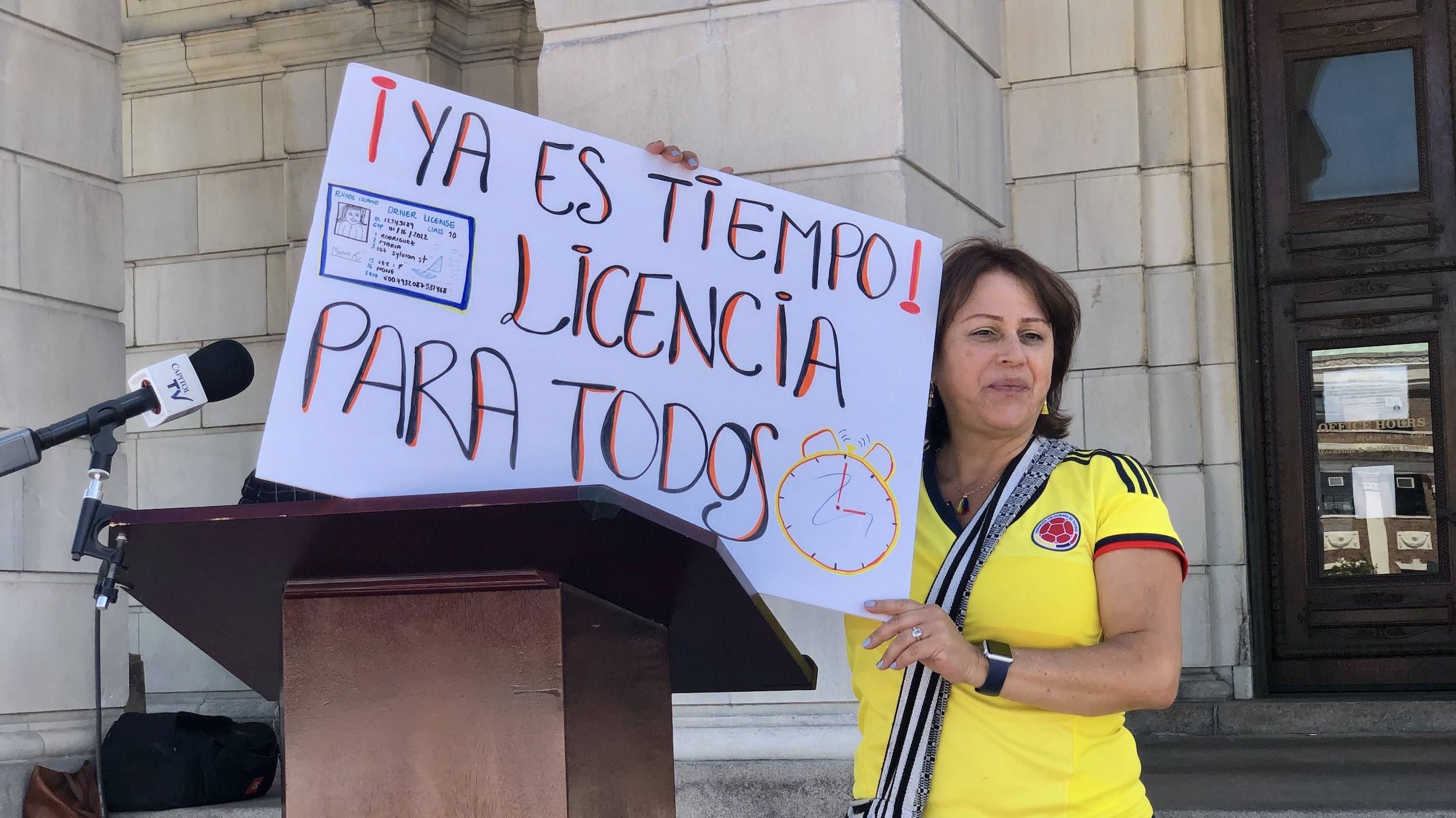 Photo for Immigrant Coalition rallies to get driver's licenses for undocumented residents