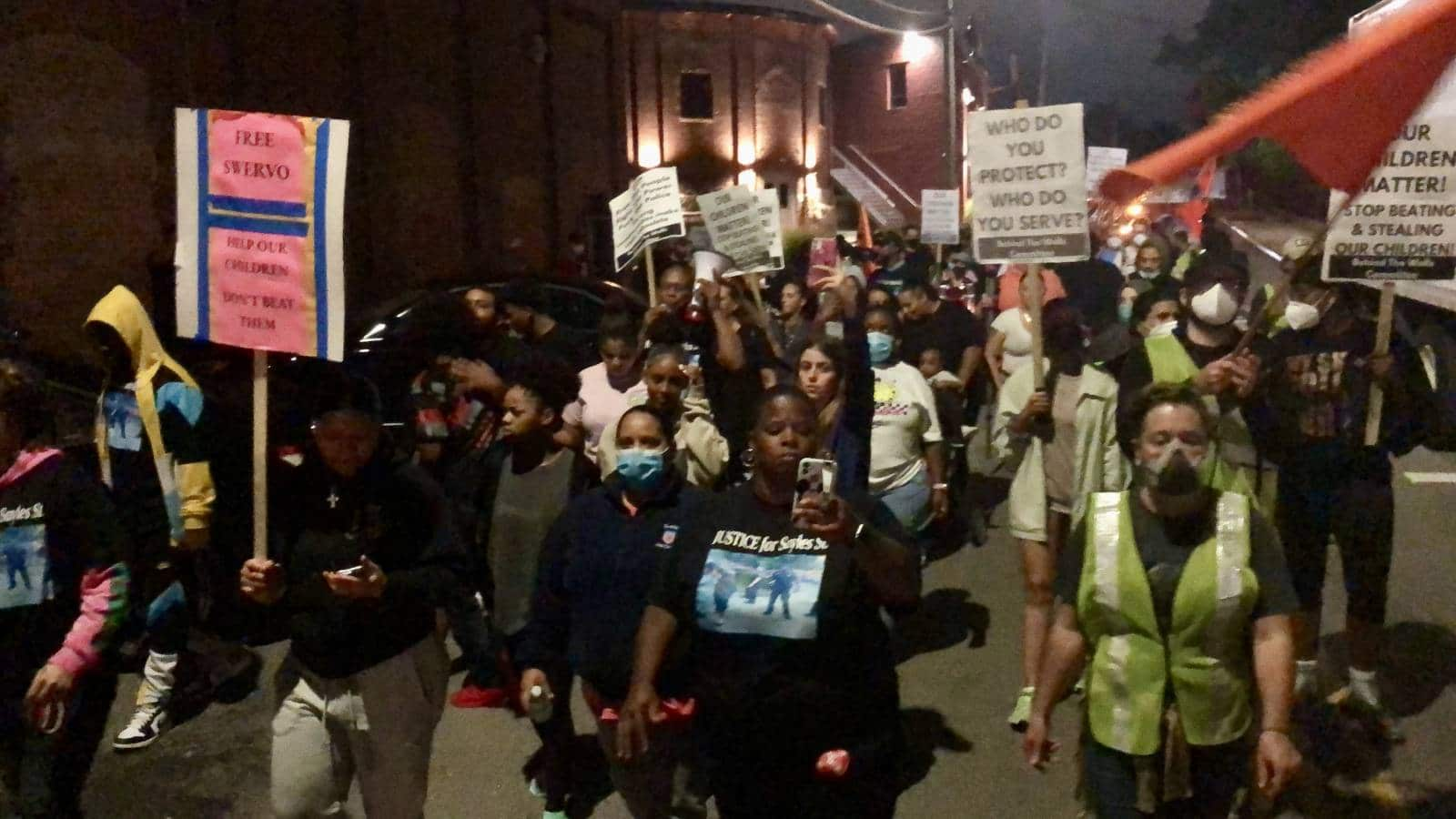 """Families march against police violence – """"Stop beating our children!"""""""